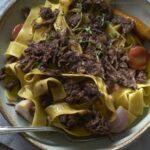 מנה מנצחת לכל שולחן חג: מתכון לפפדרלה עם צלי בקר בבישול ארוך