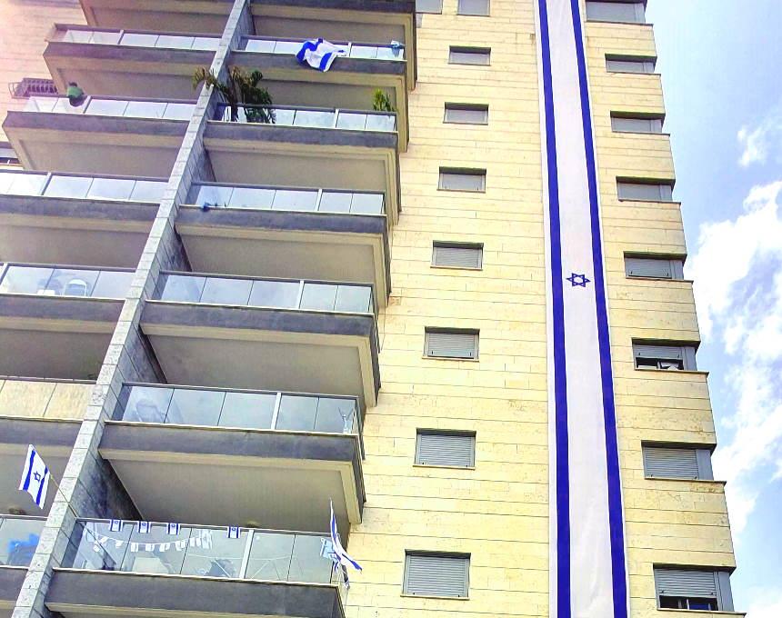 עצמאות 72 לישראל באיזור חדרה: קרקס נודד, מטס אלטרנטיבי ומסיבת מרפסות