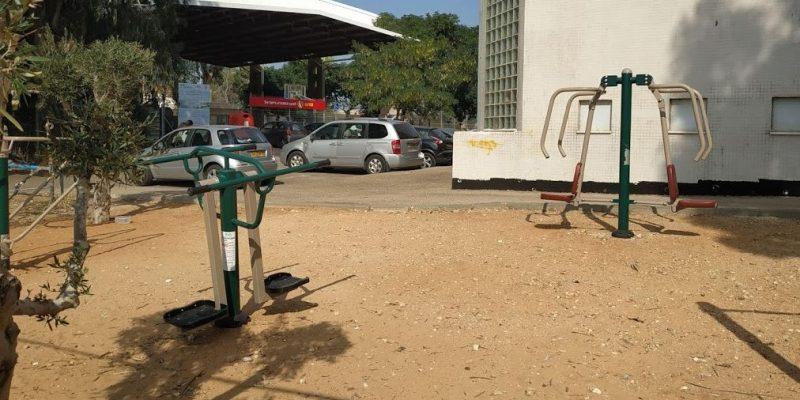 047 - מתקני כושר ליד הספרייה בבנימינה - מגדלור ניוז